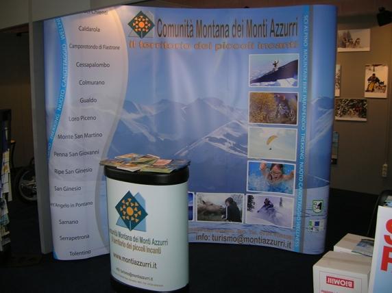 Sarnano si promuove Skipass 2006 con la Comunità Montana dei Monti Azzurri presso lo stand Antartica.