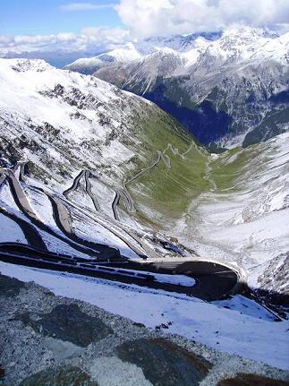 Per ora la situazione su gran parte dei ghiacciai dello sci estivo è molto buona specie allo Stelvio, Cervinia e Molltal.
