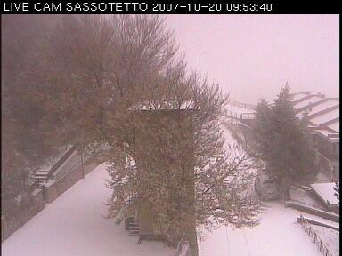 Questa mattina a Sassotetto era tutto imbiancato..non molta neve,ma il paesaggio era mooolto gradevole!