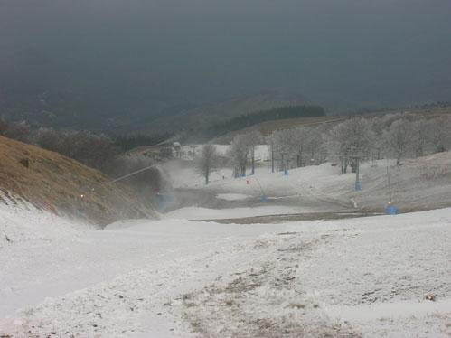 Produzione neve in corso all'Eremo Monte Capegna