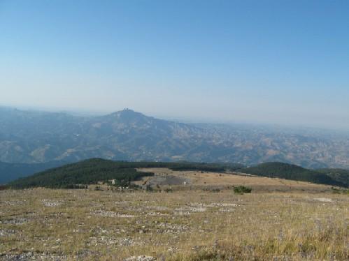 una veduta delle piste di monte piselli in provincia di ascoli piceno
