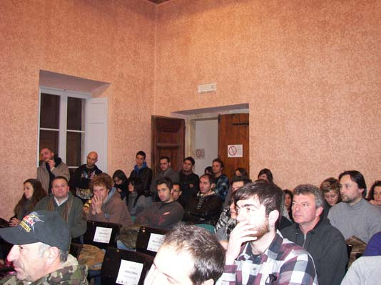 foto pubblico nella sala comunale