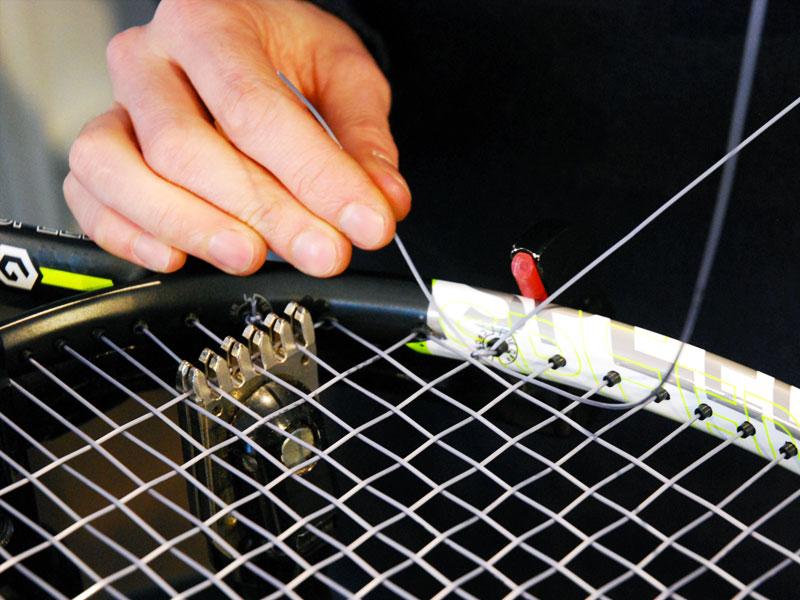 Tecnosport è anche vendita e manutenzione racchette da tennis a Civitanova Marche in provincia di Macerata