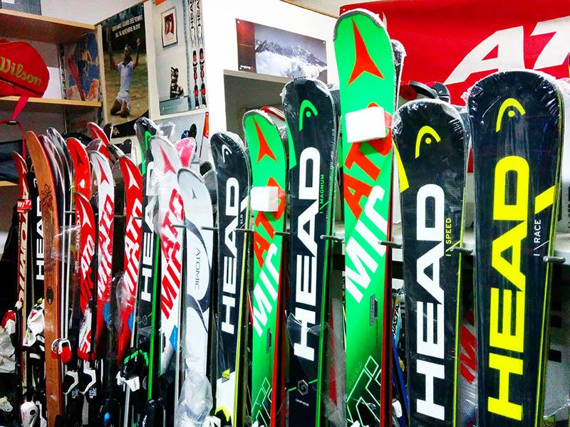 Vendita, noleggio e manutenzione sci , snowboard, scarponi a Civitanova Marche in provincia di Macerata