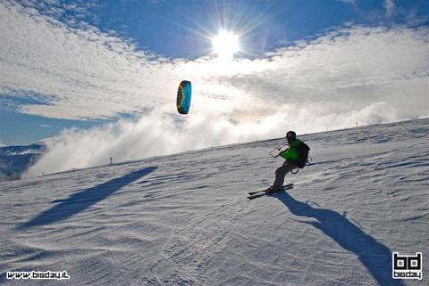 immagine snowkite a castelmanardo bolognola