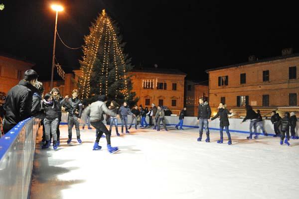 foto pista pattinaggio su ghiaccio sarnano