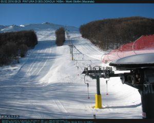 Località invernale Pintura di Bolognola partenza skilift webcam con vista Castelmanardo