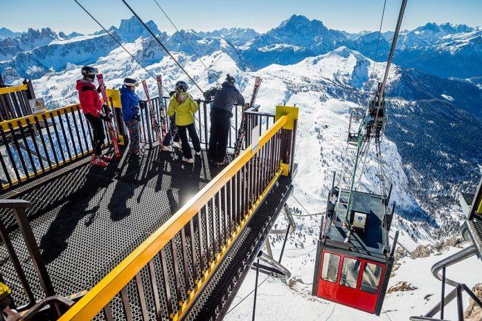 Cortina d'Ampezzo vista dalla Funivia Lagazuoi - Credits: rifugio_lagazuoi
