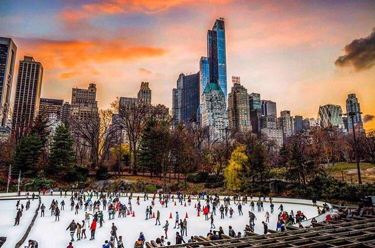 Una pista di pattinaggio su ghiaccio a New York - Credits newyorkertips