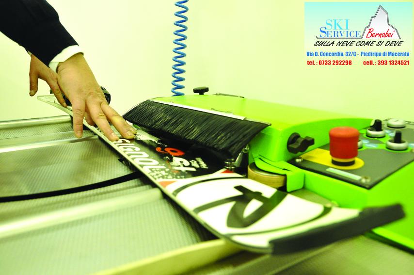 Rettifica con mola a nastro per sci e snowboard