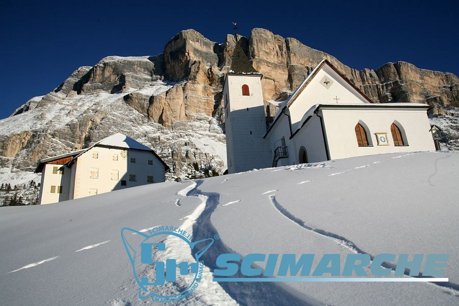 Chiesa con la neve in Alta Badia - Trentino Alto Adige
