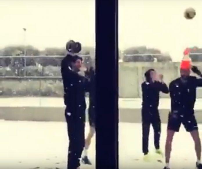 La squadra di pallavolo Lube volley si allena anche mentre nevica, grandi ragazzi!