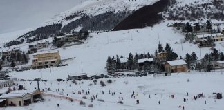 Pintura di Bolognola gara di sci per aiutare il comune di Bolognola colpito dal terremoto