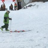 Sciatore ubriaco sulle piste di Avoriaz in Francia