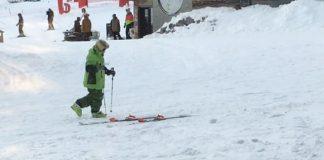 Sulle piste di Avoriaz in Francia, uno sciatore ubriaco da spettacolo - Credits Victoria Edel
