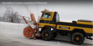 Nel video la turbina in azione si trovava nella strada che collega Polverina di Camerino a Fiastra
