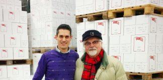 Jonathan Giustozzi [ufficio marketing/commerciale Italia della Distilleria Varnelli] con il conduttore televisivo Patrizio Roversi [trasmissione rai Linea Verde]