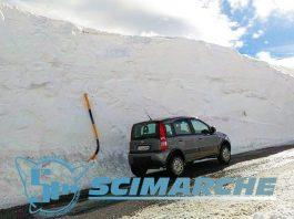 Una foto epica di qualche settimana fa, scattata a Sarnano (notare l'aggressività della Fiat Panda) - Credits: Centro Fondo e Snowkite Monte Ragnolo