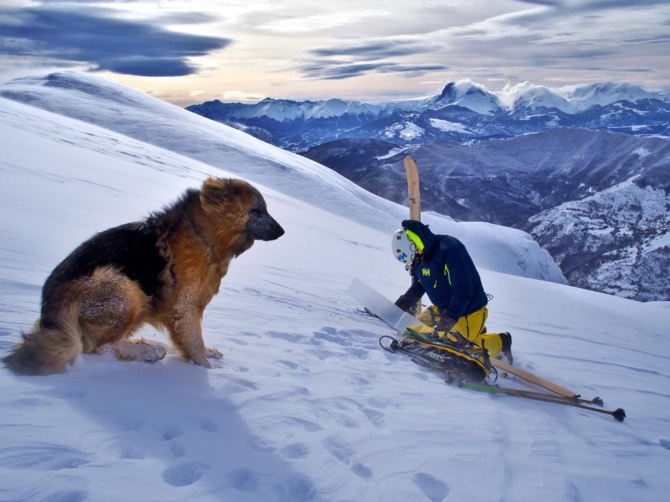La foto del giorno di Lorenzo Alesi con Argo fotografati da Tania Montani - Montagna dei Fiori
