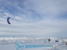 Snowkite ai Piani di Ragnolo, la foto del giorno scattata da Monica Capretti