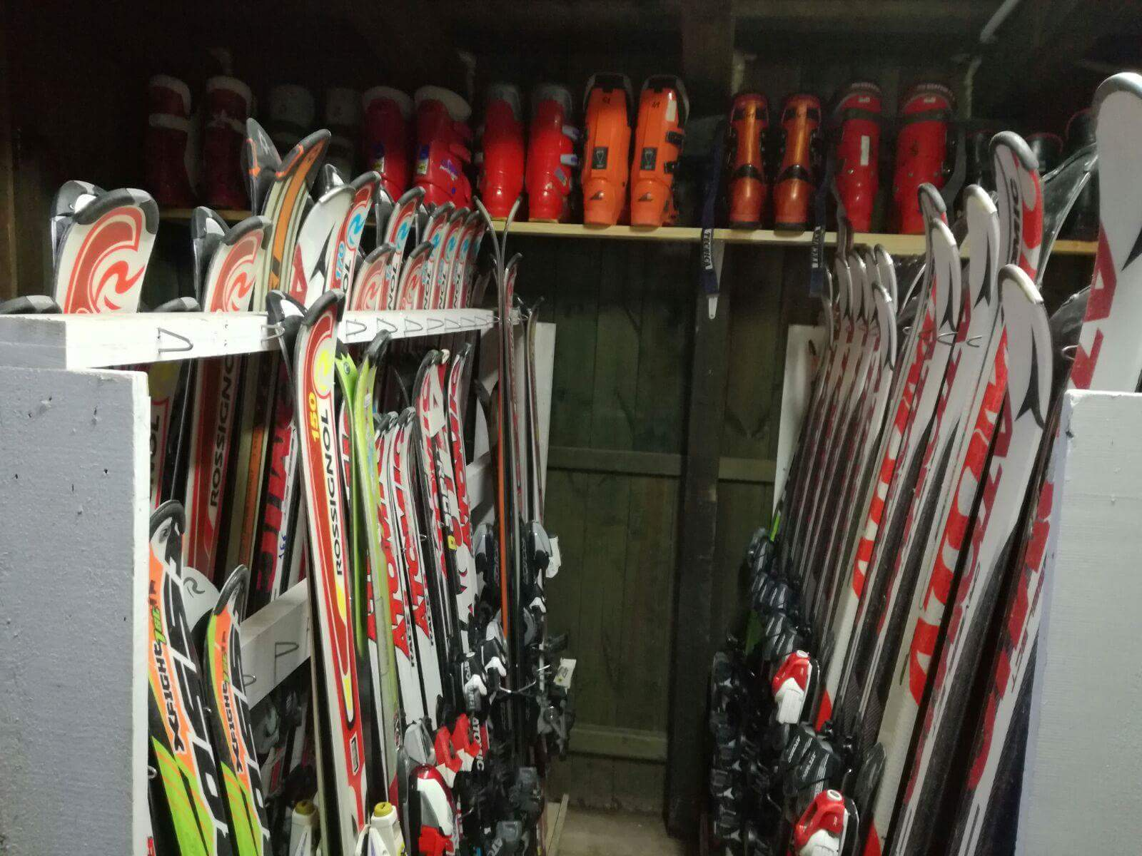 Noleggio sci, snowboard e bob a Bolognola (MC) - Marche