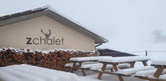 Il rifugio ZChalet a Bolognola durante una nevicata
