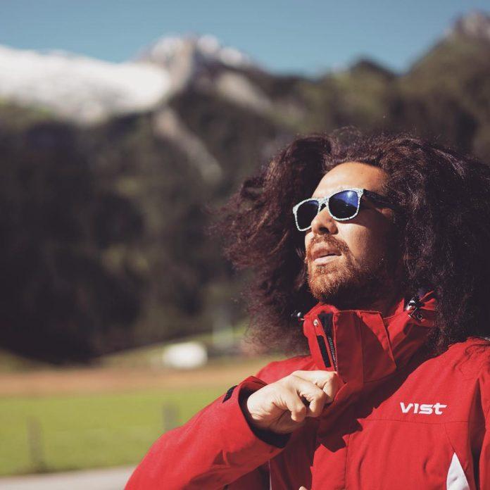 Lo sciatore Kasete Naufahu Skeen del Tonga ski team