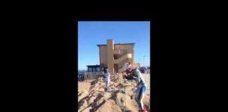 Con gli sci in spiaggia a Porto Recanati nella riviera del Conero, Marche