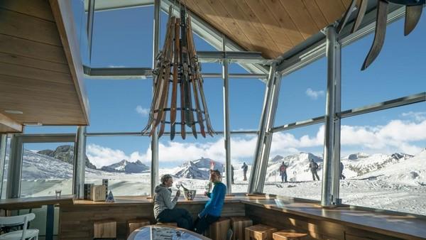 L'interno del Rifugio Panorama 3000 Glacier a Pontedilegno-Tonale - Val di Sole - Trentino