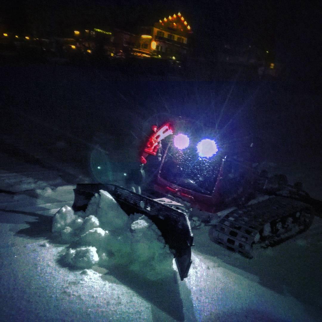 Il modellino del gatto delle nevi PistenBully in uno scatto notturno - Credits: _parkbully