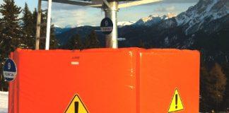 Un esempio di materassi in gommapiuma per protezione piste da sci