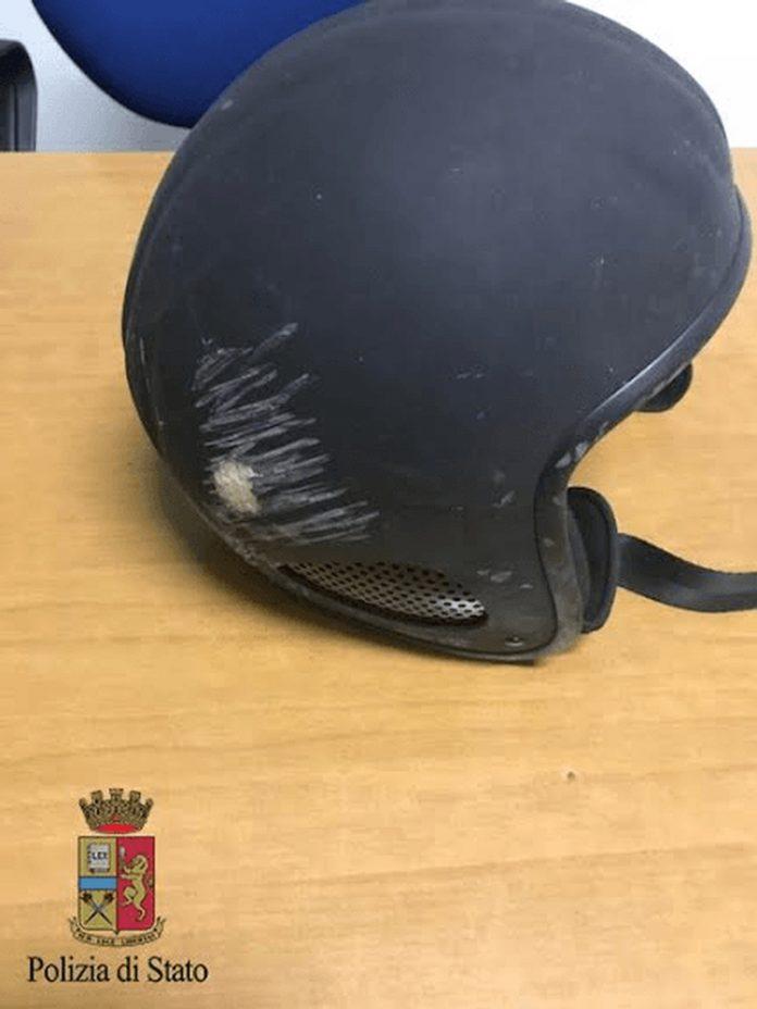Il casco da sci utilizzato dal motociclista