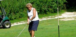Annamaria Golfieri mentre gioca a golf - Photo credits: Il giornale di Vicenza