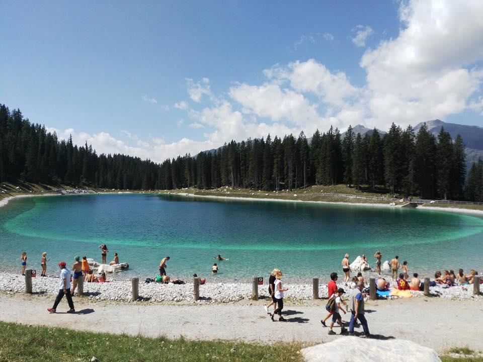 Madonna di Campiglio, i turisti cercano refrigerio al lago ...