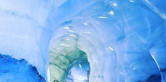 La grotta di Ghiaccio sul Ghiacciaio dello Stubai