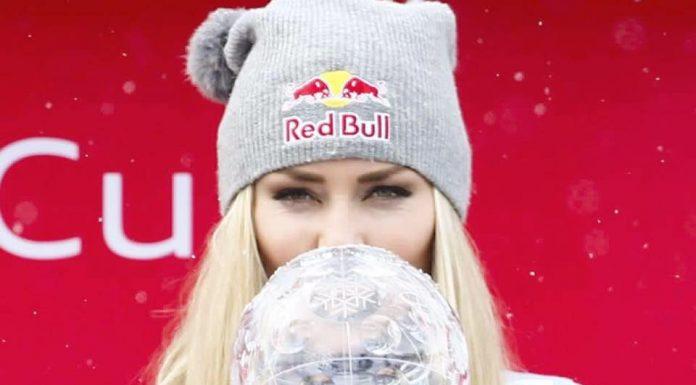 La sciatrice Lindsey Vonn con un trofeo