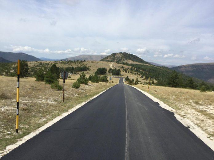 Strada asfaltata a Frontignano - Credits: Filippo Campanile