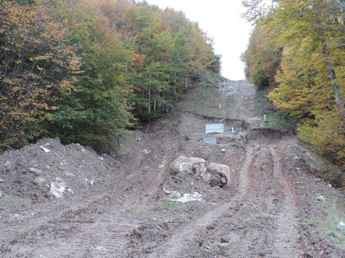 Monte Catria, i lavori sulla sciovia fanno scoppiare la polemica