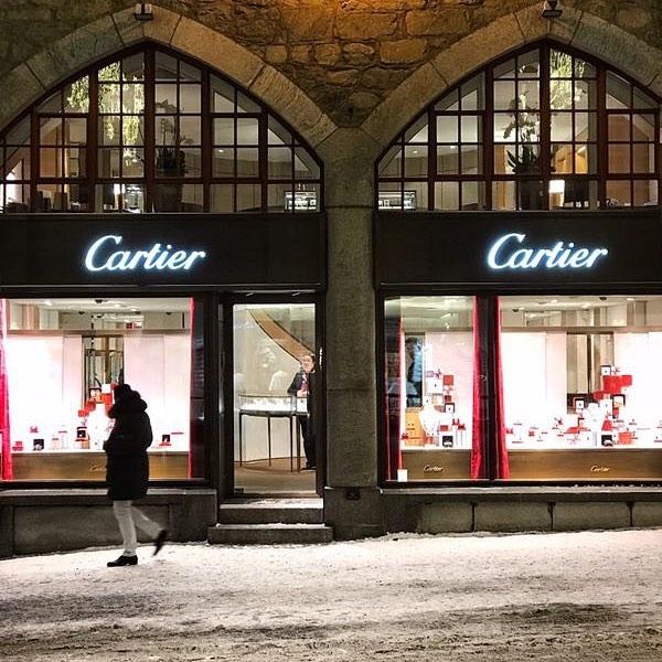La via dello shopping a Sankt Moritz si chiama Via Serlas