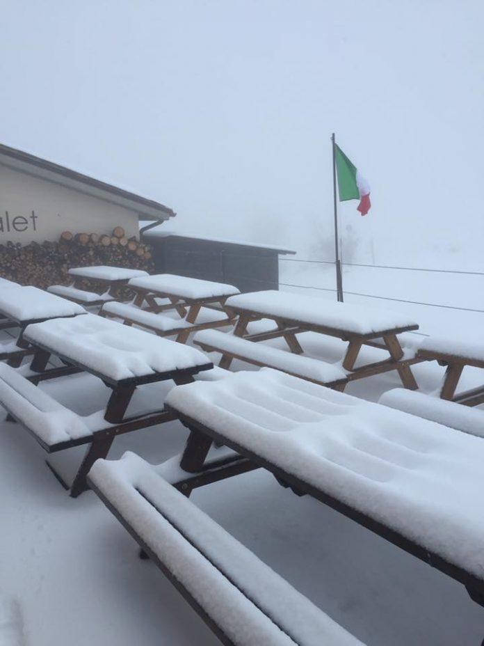 Nevicata in corso a Bolognola