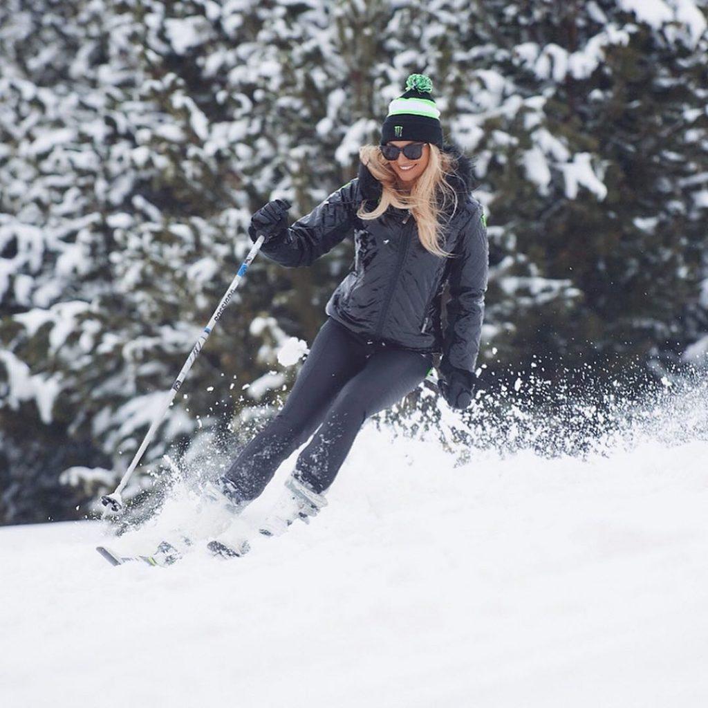 Marta di Matteo mentre scia sulle piste