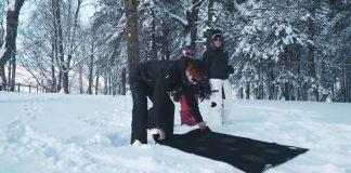 Keep Warm telo termico è utile per sdraiarsi sulla neve