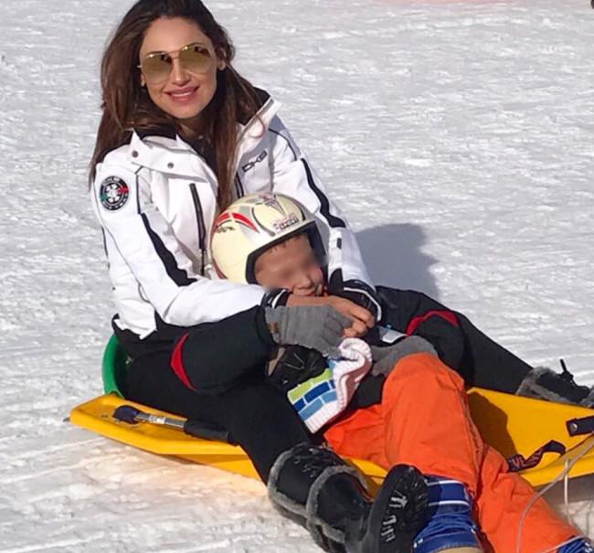 Anna Tatangelo e Gigi D'Alessio ad Ovindoli in vacanza sulla neve