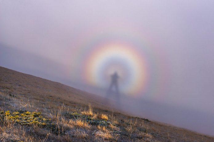 Sarnano, spettro di Brocken a Pizzo Meta e Monte Ragnolo la foto di Luca Tambella
