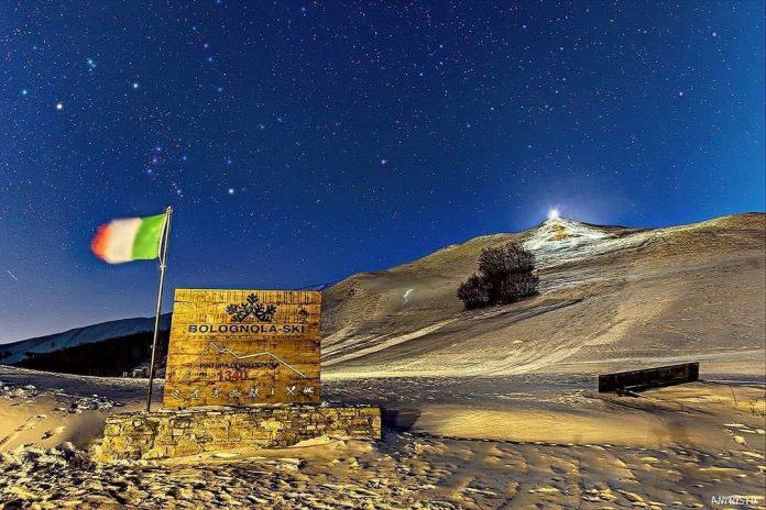 Bolognola by night, la foto scattata da Andrea Amici