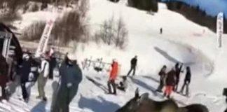 Are, alce invade la pista Jämtland e spaventa gli sciatori